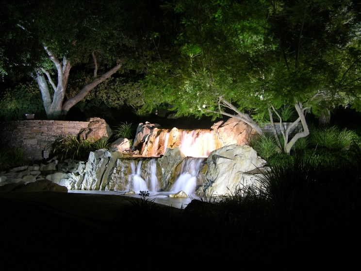 LIGHTING WITH WATER FEATURE